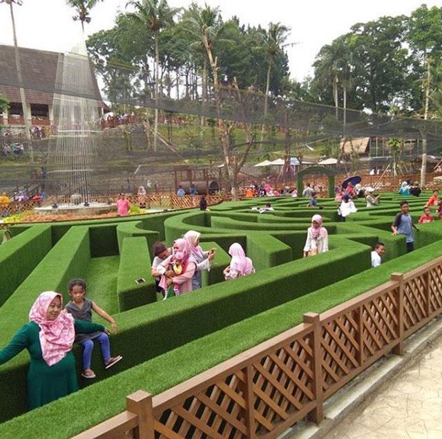 Taman Labirin Mungil