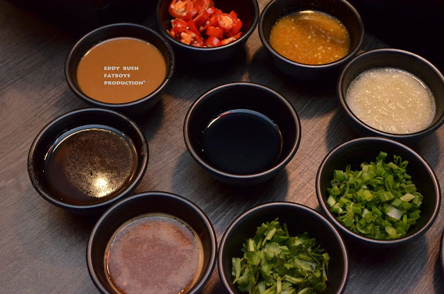... Sauce , Fruit Sauce , Satay Paste , Soy Sauce , parsley , Sesame Sauce