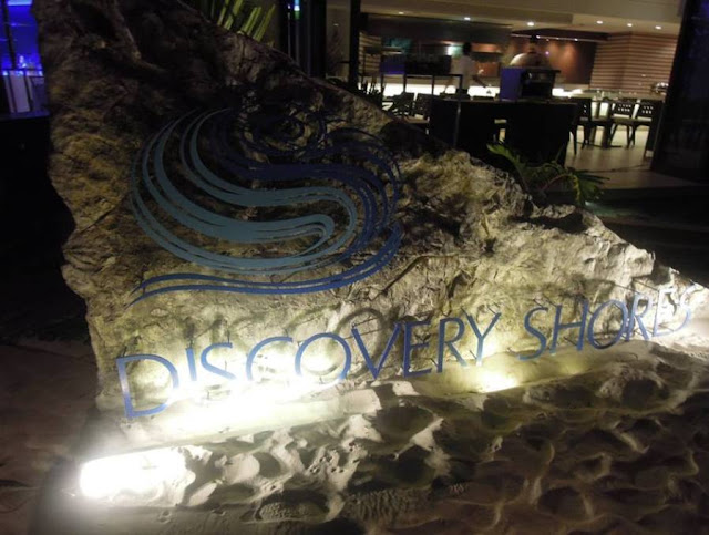 Romantic dinner at Discovery Shores Boracay