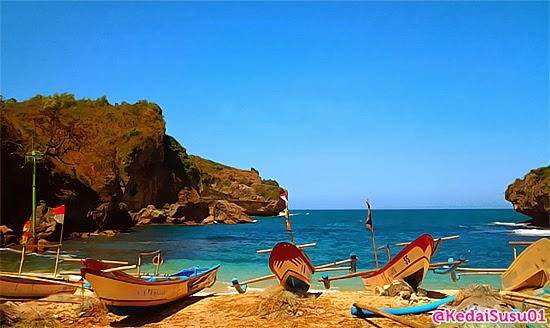 Kapal nelayan di Pantai Gesing