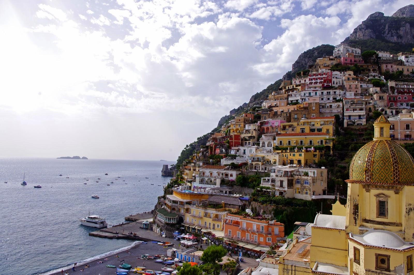 An Amalfi Coast Luxury Car Transfer with Italy Limousine