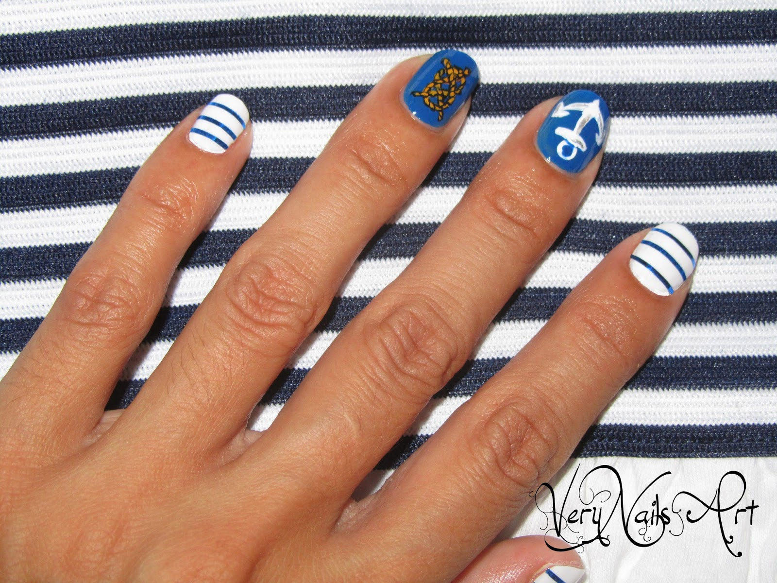 Uñas decoradas marineras