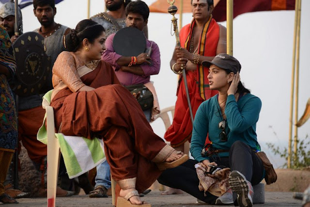 Anushka, Ramyakrishna on the sets of Baahubali 2
