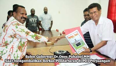 Jayapura.dharapos.com - Bakal calon (balon) gubernur Papua periode 2018 - 2023, Dr.Ones Pahabol.MM, akrab disapa OP, di Jayapura, Rabu (21/6) mengembalikan formulir pendaftaran di 3 Partai, yakni Partai Hati Nurani Rakyat (Hanura), Partai Gerakan Indonesia Raya (Gerindra) dan Partai Demokrasi Indonesia Perjuangan (PDIP).