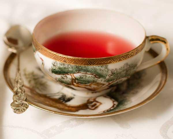 На 1 стакан: - сухие цветы и ягоды малины - 2 ст.л; - кипяток - 1 стакан; - мед - по вкусу