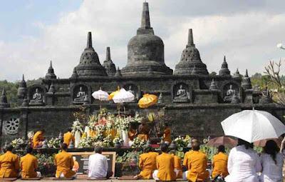Akulturasi Budaya Hindu Buddha di Indonesia