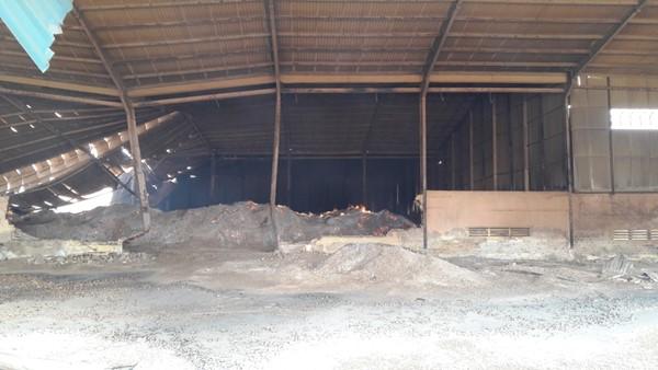 Gia Lai: Vụ cháy kho chứa 20.000 tấn mì - Lửa vẫn cháy, kho bãi tan hoang