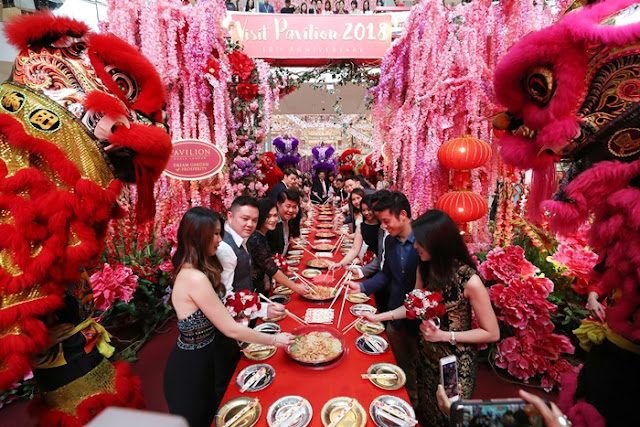 Dream Love Celebration on Chap Goh Meh, Pavilion KL, Visit Pavilion 2018, Malaysia Shopping Mall, Shopping Mall Decoration, CNY Celebration, Shopping mall chinese new year decoration, shopping mall chinese new year celebration