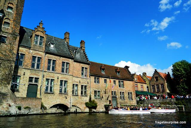 Passeios de barco pelos canais de Bruges, Bélgica