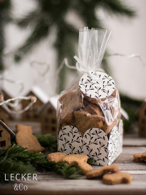 S, Lieblingsplätzchen, Kekse, Weihnachtskekse, Weihnachtsplätzchen, Weihnachten, Rezepte, Kekse, Rezept für Kekse, Christmas Cookies, Cookies, Foodblogger, Tina Kollmann, LECKER&Co, leckerundco, Lecker und co, Foodblog, Blog Rezept, Keks Rezept, Plätzchen Rezept, Christmasplätzchen, lecker, fein, leichtes Rezept, Zitronenplätzchen, Mamas Plätzchen, backen, Tchibo, Backen mit Tchibo, Hildegard von Bingen, Muskat, Nelken, Zimt, Hildegard