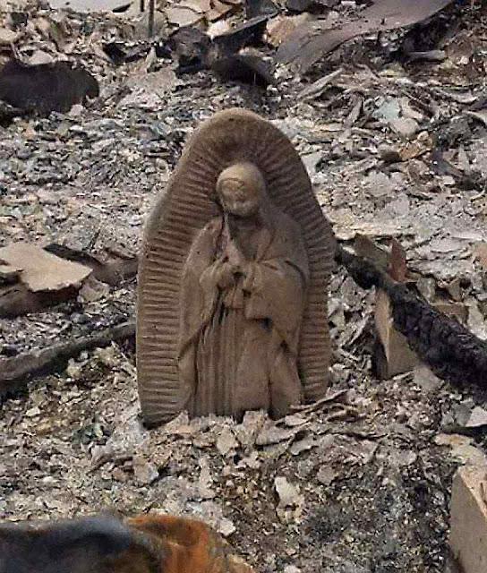 Semi-enterrada mas íntegra após o furacão Harvey, em Robstown, Texas, agosto 2017