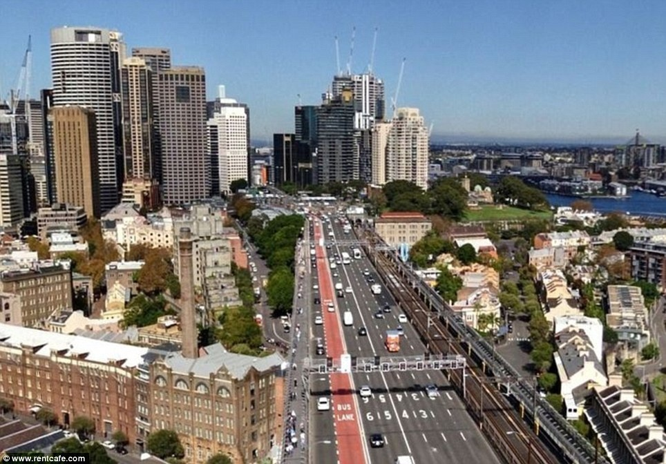Sydney - 8 Then-And-Now Photos Show How Much Famous Cities Have Changed.