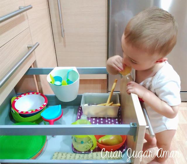 En la cocina podemos dejar un cajón para el niño.