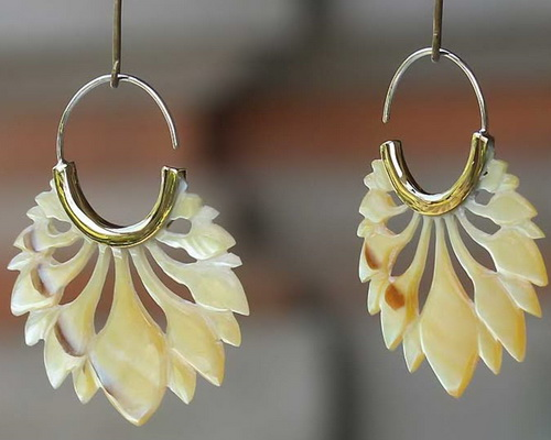 www.Tinuku.com Luxury and sparkles jewelry of shells by Tindik Bali Organik continue tradition of ancestral art