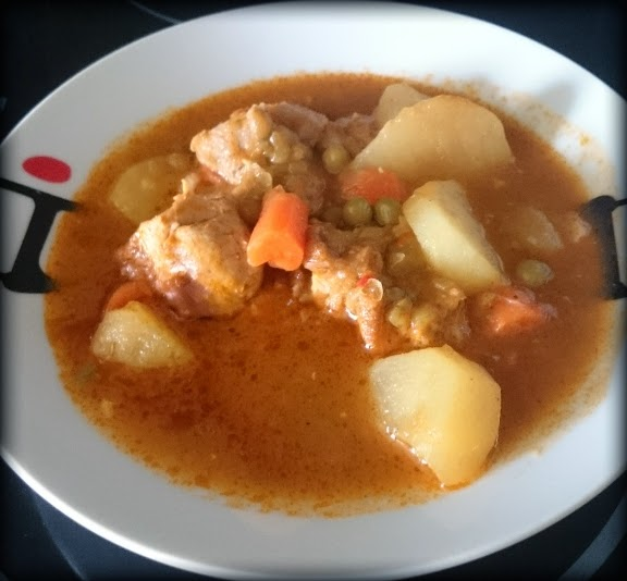 Pollo guisado con verduras y patatas