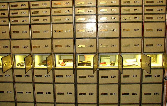 Safe Deposit Box via theeconomiccollapseblog.com