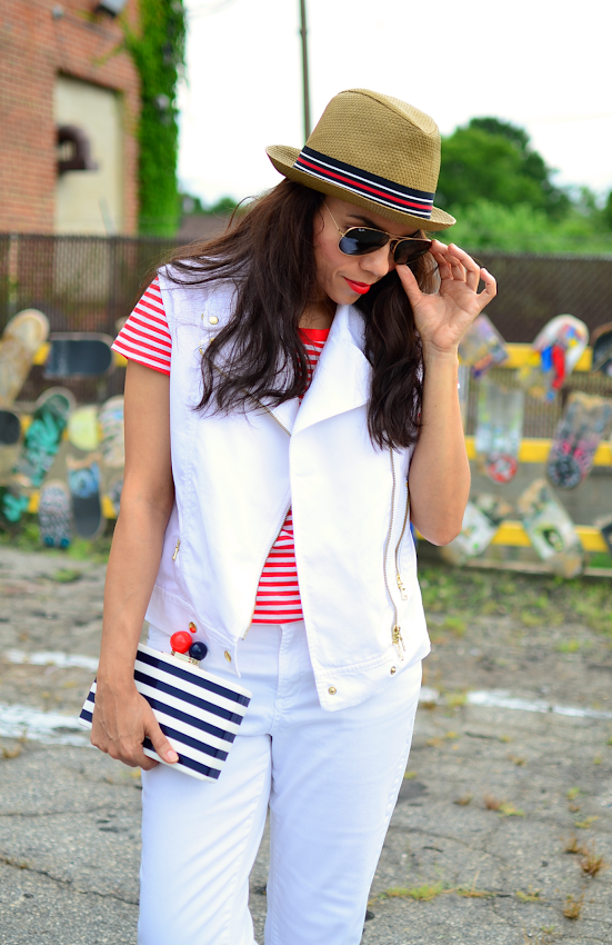 Outfit with white biker jacket