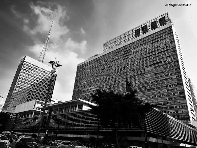 Vista ampla da fachada do Conjunto Nacional - Consolação - São Paulo