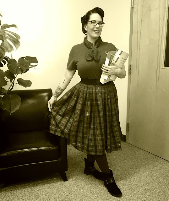 She Knits in Pearls - 40's college life