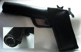 pistol confectionat din piele
