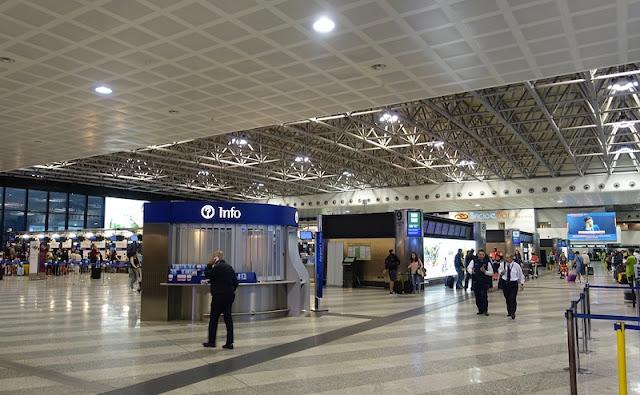 Interior do aeroporto de Milão
