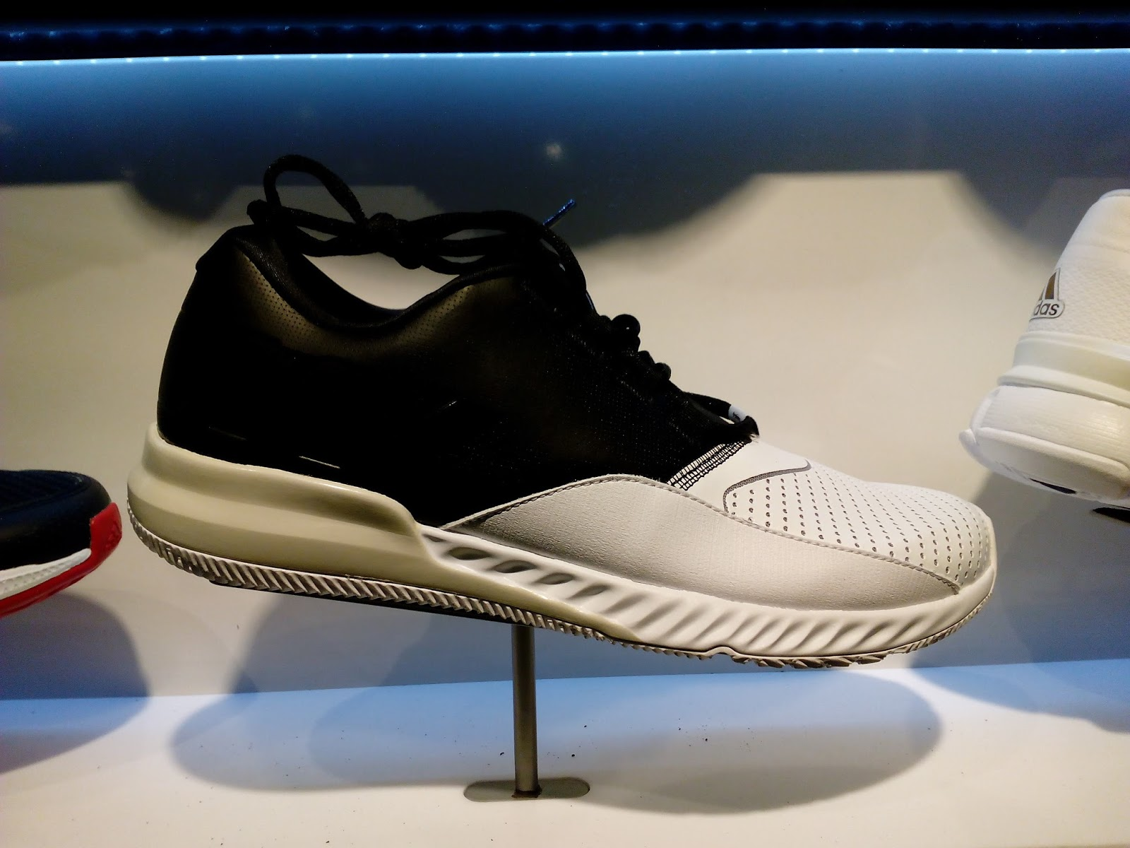 119a567b4a4 Adidas Crazymove Bounce