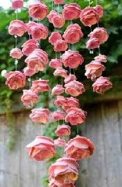 http://translate.google.es/translate?hl=es&sl=pt&tl=es&u=http%3A%2F%2Fwww.villartedesign-artesanato.com.br%2F2015%2F01%2Fcomo-fazer-um-mobile-de-rosas-de-feltro.html