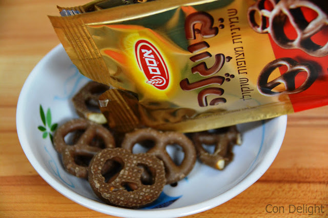 בייגלה מצופה שוקולד חלב אסם chocolate coated pretzels osem