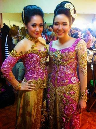 Model Kebaya Brokat Tile Satin Yang Glamour Dan Mewah