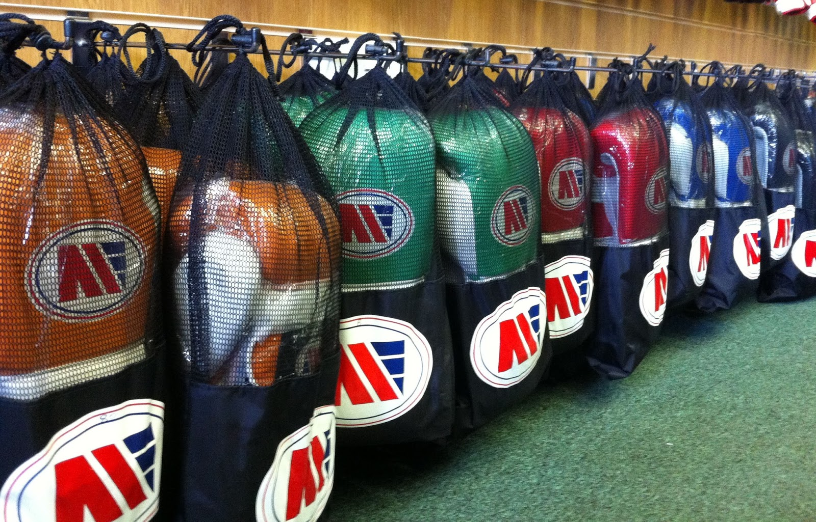 Shiv Naresh Teens Boxing Gloves 12oz: BILLERICAY AND WICKFORD BOXING CLUB: Main Event Boxing