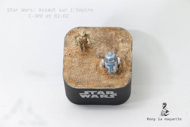 Figurines C-3PO et R2-D2 du jeu Star Wars: Assaut sur l'Empire.