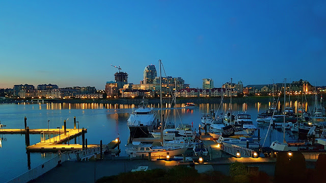 Victoria harbour at dusk...