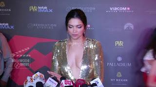 Deepika Padukone Promoting   Return of Xander Cage in India in Golde Gown 85 .xyz.jpg