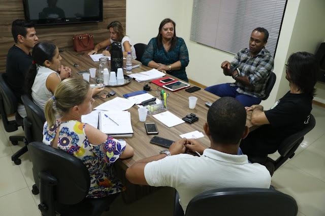 Nova Secretária de Educação de Luis Eduardo Magalhães se reúne com membros do SIMPROLEM para traçar novos rumos para a educação do município