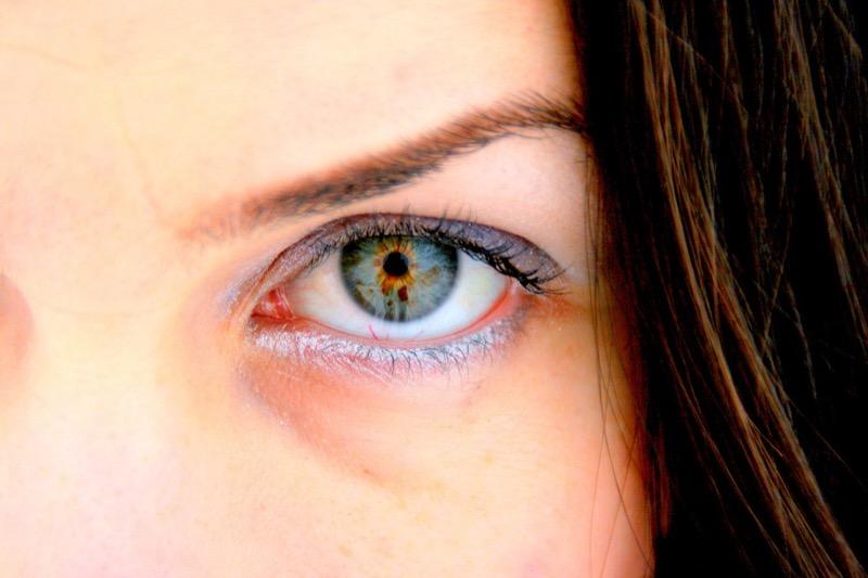 眼袋-eye-628766_1280%2B%25E6%258B%25B7%25E8%25B2%259D%2B2