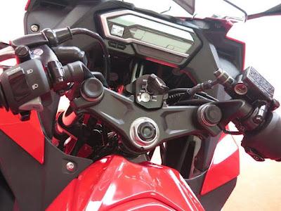 2016 Honda CBR150R Facelift stearing image