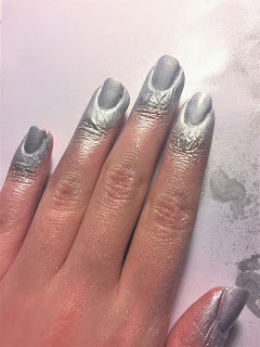 spray paint nails tutorial apply topcoat