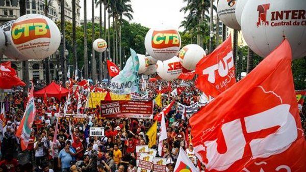 Brasileños protestan contra Temer y convocan huelga general