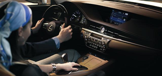 ES250 Gallery 11 -  - Đánh giá sedan hạng sang Lexus ES 250 2016 : Tinh hoa của sự sang trọng