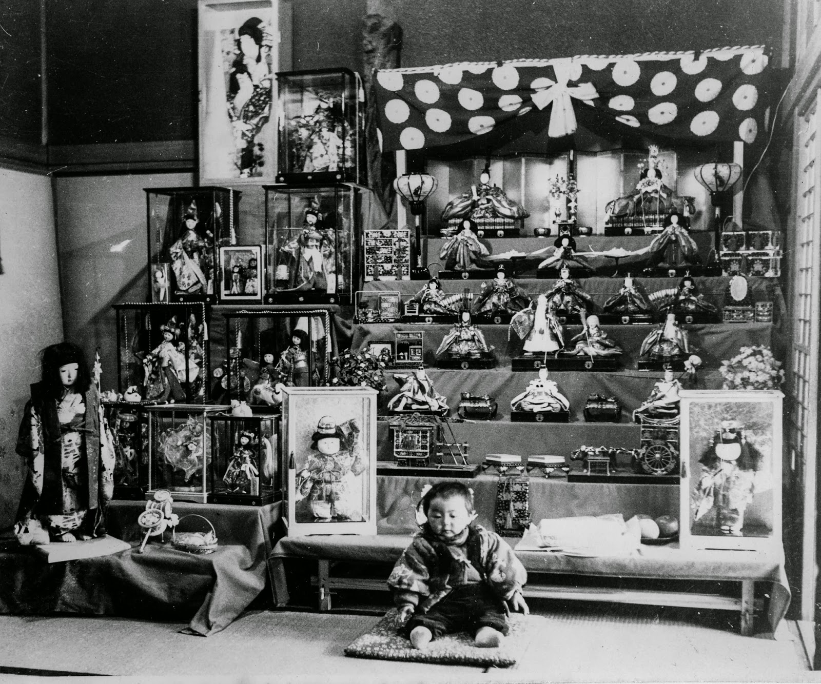 photo of Haruyo Miyagawa as a child with Japanese dolls