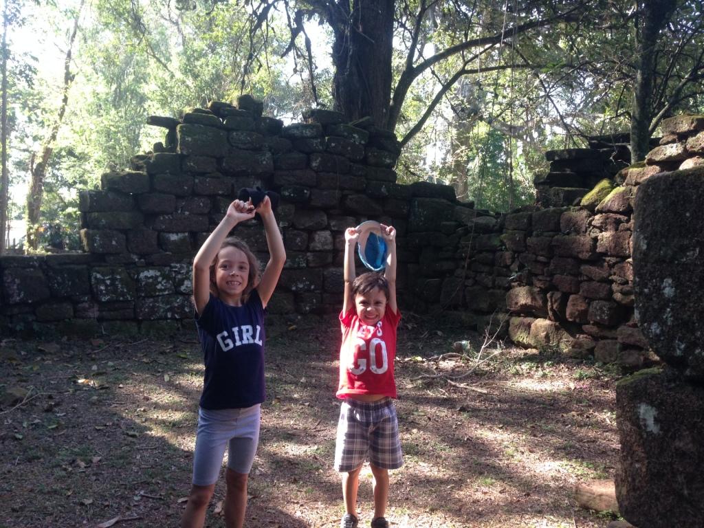 malinhas nas ruínas de San Ignacio Mini, Argentina