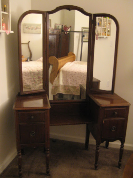Comfy Little Place Of Antique Vanity Redo