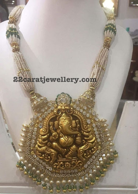 Regal Look Ganesh Pendant with Diamonds