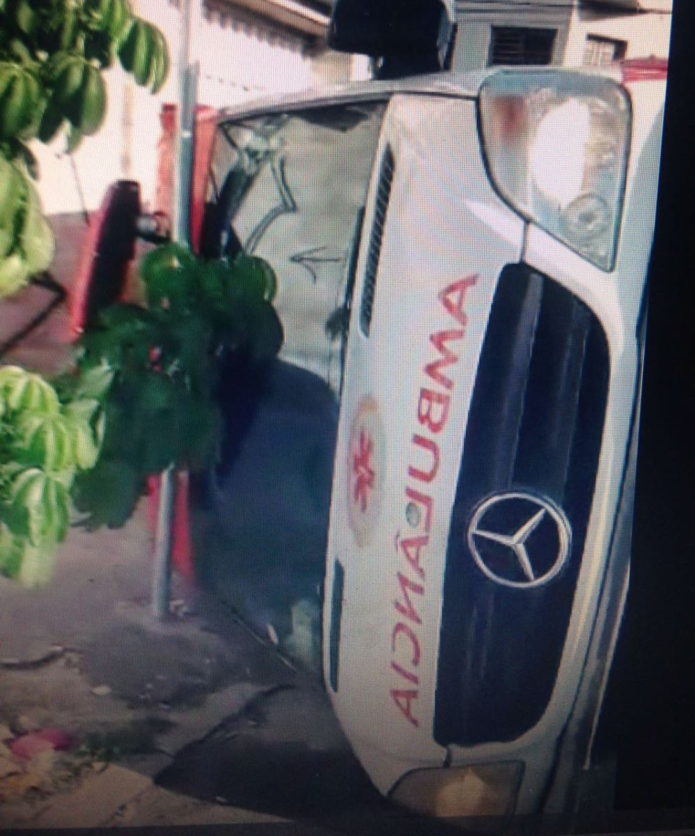 ambulancia-capota-apos-colisao-em-cruzamento-de-Fortaleza