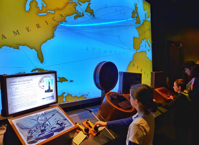 Mapa interactivo en la exposición del Museo del Titanic en Belfast