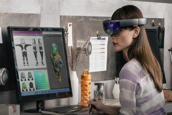 بعد فشل Google Glass.. جوجل تستعد لإطلاق منافس HoloLens