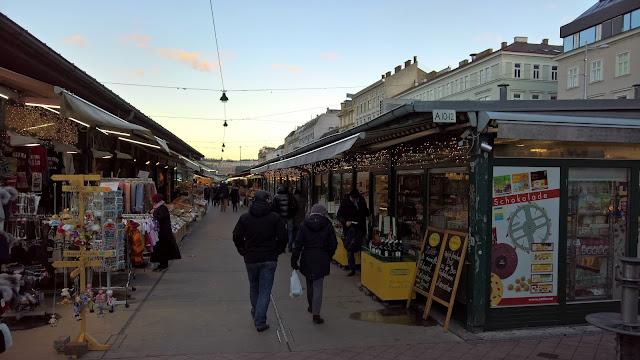 Mallaspulla matkailee Wien Itävalta Naschmarkt ruokatori