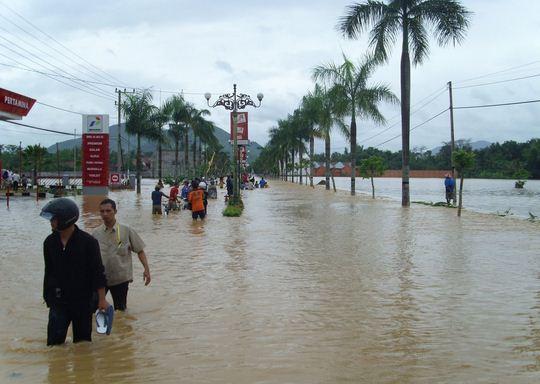 Banjir Kelutan Terbesar di Trenggalek Jatim 20 April 2006