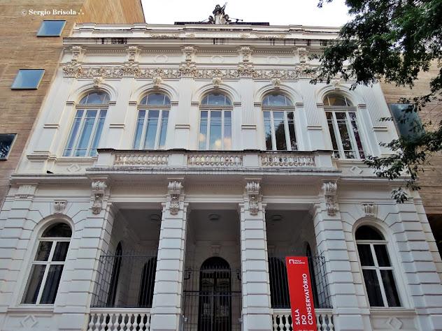 Perspectiva inferior da fachada do Conservatório Dramático e Musical de São Paulo - Centro