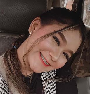 Anggun Pramudita Senyum